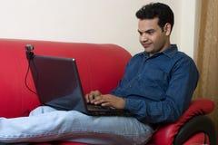 Homem indiano que trabalha da HOME Fotografia de Stock