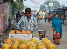 Vendedor indiano do fruto Imagens de Stock