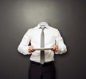 Homem invisível que guardara a placa vazia Fotografia de Stock