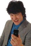 Homem irritado com móbil fotografia de stock