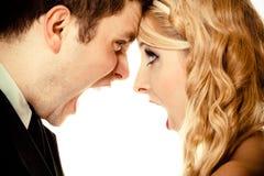 Homem irritado da mulher que grita em se Noivo da noiva da fúria Imagens de Stock Royalty Free