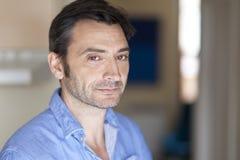 Homem italiano preocupado no hospital imagem de stock