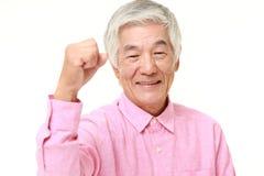 Homem japonês superior em uma pose da vitória Fotografia de Stock Royalty Free