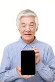 Homem japonês superior que guarda um PC da tabuleta Imagem de Stock Royalty Free