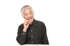 Homem japonês superior que sonha em seu future  Fotos de Stock
