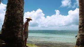 Homem local na ilha tropical em Filipinas, editoriais video estoque