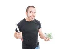 Homem louco com faca afiada e dinheiro Fotografia de Stock Royalty Free