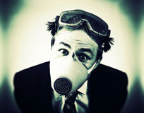Homem louco na máscara protetora foto de stock royalty free