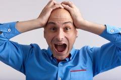 Homem louco que grita em choque Fotos de Stock
