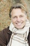 Homem louro maduro de sorriso considerável Foto de Stock Royalty Free