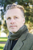 Homem maduro de vista pensativo com barba Fotos de Stock Royalty Free
