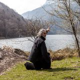Homem maduro que pratica a disciplina de Tai Chi fora fotos de stock royalty free