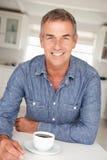Homem meados de da idade com café em casa Foto de Stock Royalty Free