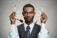Homem à moda considerável que guarda escovas da composição Fotografia de Stock Royalty Free