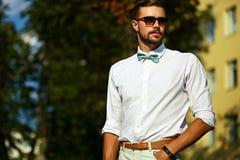Homem modelo considerável 'sexy' à moda novo no estilo de vida ocasional de pano imagem de stock royalty free