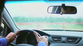 Homem muçulmano no carro no assento do ` s do motorista Vista dentro do carro vídeos de arquivo