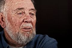 Homem muito idoso que weeping Fotos de Stock Royalty Free