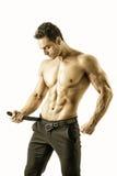 Homem muscular em topless considerável que despe-se, isolado Fotografia de Stock Royalty Free