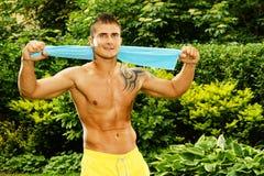 Homem muscular novo com uma toalha Imagem de Stock