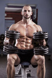 Homem muscular poderoso Fotografia de Stock Royalty Free