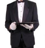 Homem na bandeja do serviço da terra arrendada do smoking foto de stock royalty free