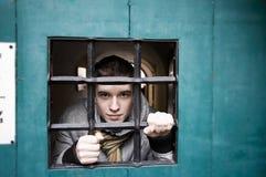 Homem na cadeia imagens de stock royalty free