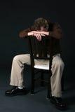 Homem na cadeira com cabeça para baixo Imagem de Stock