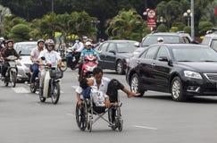 Homem na cadeira de roda fotografia de stock royalty free