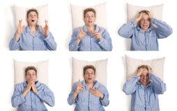 Homem na cama que mostra expressões diferentes fotos de stock royalty free