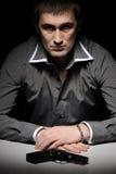 Homem na camisa cinzenta com injetor Fotos de Stock