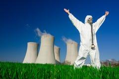 Homem na central energética nuclear fotografia de stock royalty free