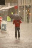 Homem na chuva Fotografia de Stock
