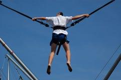 Homem na corda do tirante com mola Imagem de Stock Royalty Free