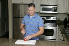 Homem na cozinha Fotos de Stock Royalty Free