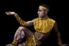 Homem na dança de barriga amarela Imagens de Stock Royalty Free