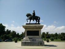 Homem na estátua do cavalo Fotografia de Stock