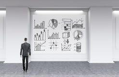 Homem na estratégia empresarial tornando-se da roupa formal Foto de Stock Royalty Free