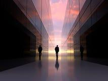 Homem na extremidade do túnel do espelho fotografia de stock royalty free