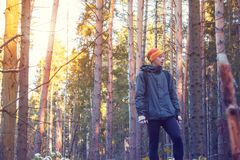 Homem na floresta Fotografia de Stock Royalty Free