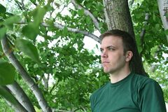 Homem na floresta Foto de Stock Royalty Free