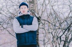 Homem na madeira fotografia de stock royalty free