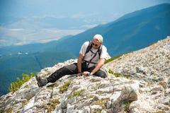 Homem na montanha Pirin Imagem de Stock Royalty Free