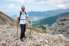 Homem na montanha Pirin Foto de Stock Royalty Free