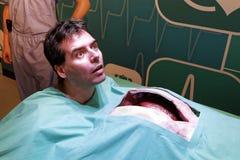 Homem na paródia da cirurgia fotos de stock royalty free