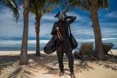 Homem na praia Imagens de Stock