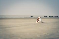 Homem na praia em Bengal ocidental Fotografia de Stock Royalty Free