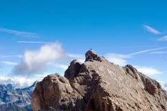 Homem na rocha Foto de Stock