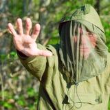 Homem na roupa protetora da encefalite Imagem de Stock Royalty Free