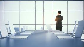 Homem na sala de conferências Fotos de Stock Royalty Free