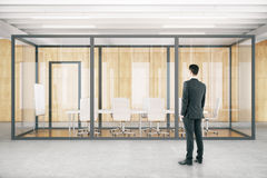 Homem na sala de conferências Fotografia de Stock Royalty Free
